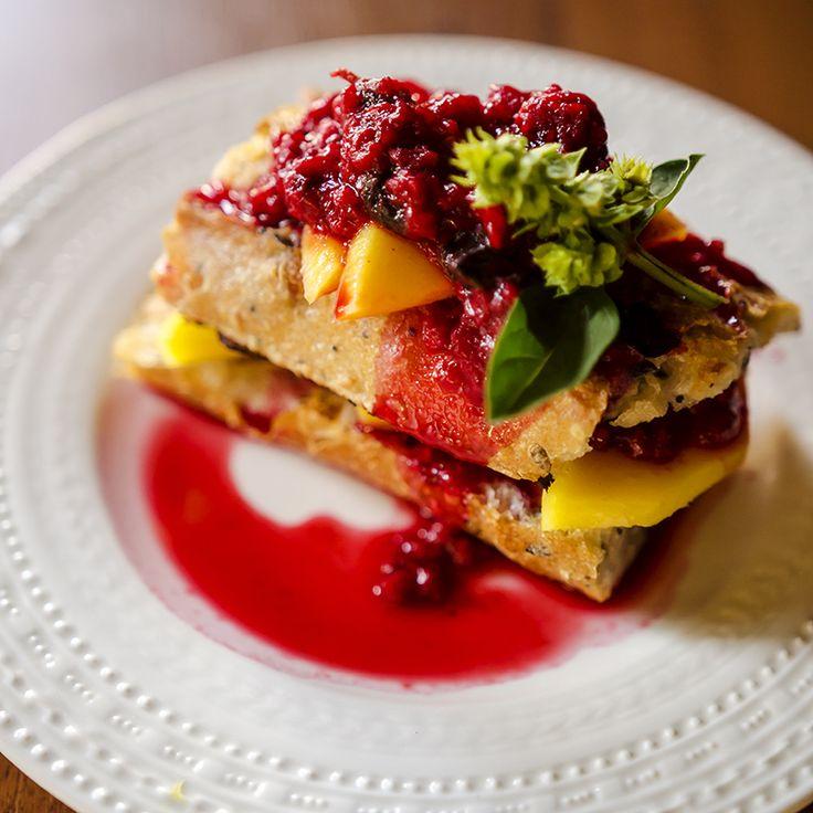 #breakfast #mango #raspberries #fresh #frenchtoast #love #foodcoaching #baguette #easypeasy