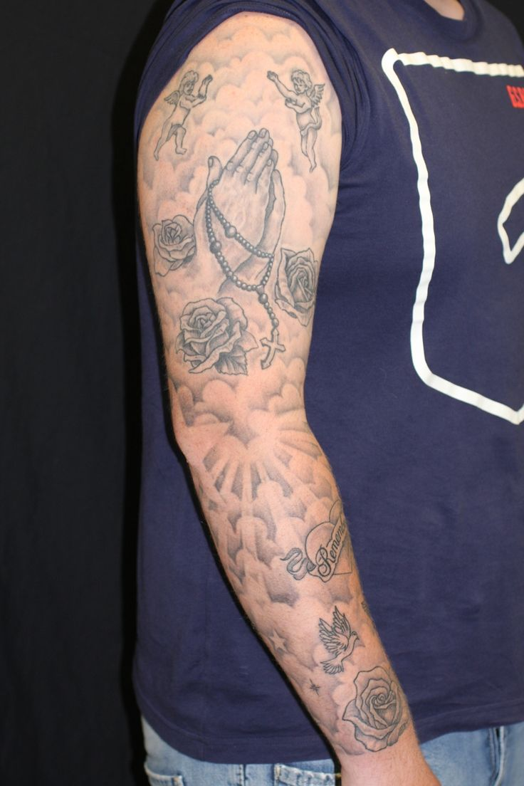 <p>Religieuze tatoeages zijn er al honderden, zo niet duizenden, jaren. Voor veel mensen is een religieuze tattoo een manier om hun toewijding aan het geloof uit te drukken.</p> <p>In de onderstaande galerij ziet u verschillende voorbeelden van <strong>religieuze tatoeages</strong>. De één kiest voor een levensecht portret van zijn of haar Jezus terwijl de ander juist kiest voor het symbool van zijn of haar geloof.</p>