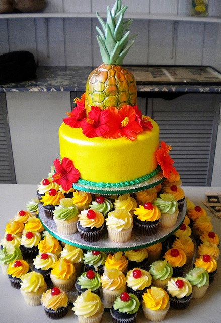 luau cake by sugarhighhawaii, via Flickr