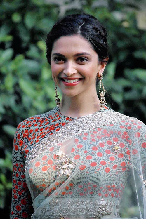 Deepika Padukone Gorgeous Photos In White Saree ★ Desipixer  ★