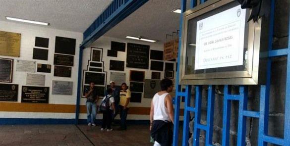 Colocan en UNAM moño negro en honor de maestro asesinado
