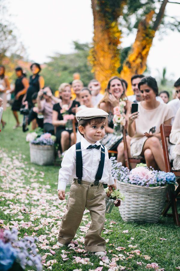 Petit garçon en tenu rétro. Parfait pour un mariage champêtre. #mode #garcon #adolescent #enfant #mariage #religieuse #tenue #bapteme #hiver #ete #été