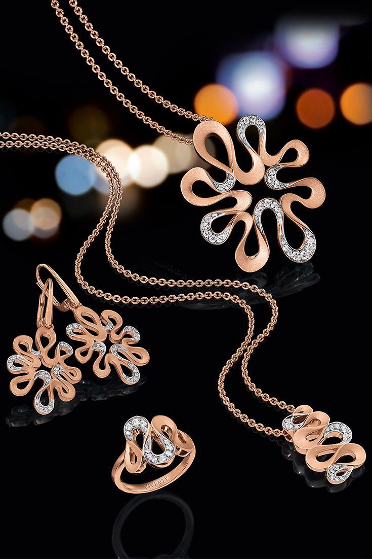 Schlichtweg beeindrucken. Rosé goldplattiert, gepaart mit kunstvoll auserlesenen Zirkonia-Steinen runden diese Meisterstücke der Schmuckkunst Ihr Outfit ab.
