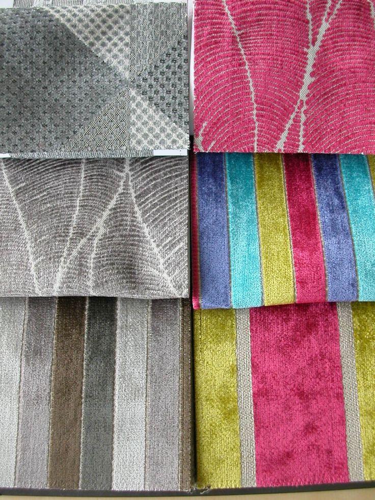 Modern csíkos, kocás és levél mintás bútorszövet, kopásállóság típustól függően MD 20 000–70 000. Színek: szürkés barna–barna és türkiz–kék–kivi zöld–bordó