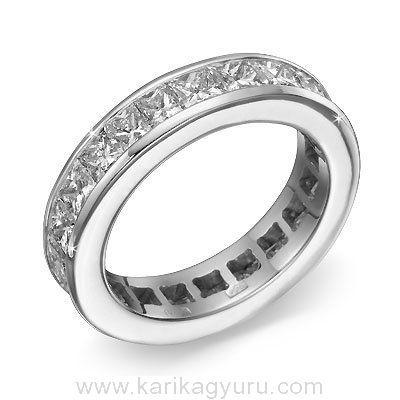"""Klasszikus """"végtelen"""" gyémánt gyűrű 18K fehér fehér foglalatban összesen 22 db princess csiszolású összesen 4,50ct súlyú G-H/Si2 minősített gyémánttal."""
