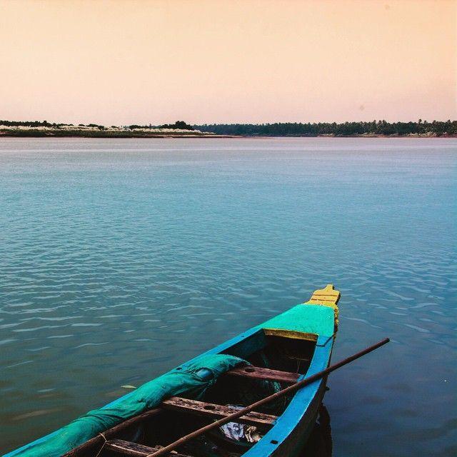 Godavari #river #boat #godavari #landscape #nature #vacation #serene #eastgodavari #india #andhrapradesh #andhra #ap #instagram #photography #landscape #indiabestpic @indiabestpic by clicksbyvishu