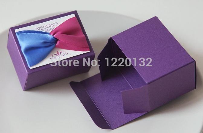 Дешевое 20 шт. творческий роскошные романтические фиолетовый коробки конфеты украшения свадьбы пользу бумажная коробка подарка, Купить Качество События и праздничные атрибуты непосредственно из китайских фирмах-поставщиках:     Материал: высококачественные бумажные карты        Размер: около  7.5*5.5*4.5 см              Количество: 20 шт.