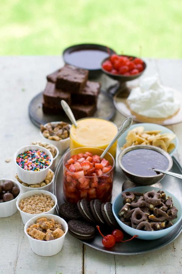 Brownie Bar Toppings: • Hot Fudge Sauce • Butterscotch Sauce • Mango Sauce •Strawberries • Chopped toasted almonds or walnuts • Lightly salted roasted peanuts • Chopped candy bars • Maraschino cherries • Toffee pieces • Crushed chocolate cookies • Coconut shavings • Broken pretzels • Sprinkles • Bananas