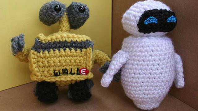 How to crochet your favorite science fiction and fantasy icons - citing Craftster.org as a source, too cute @Stacy McIvor @Bethany Peters