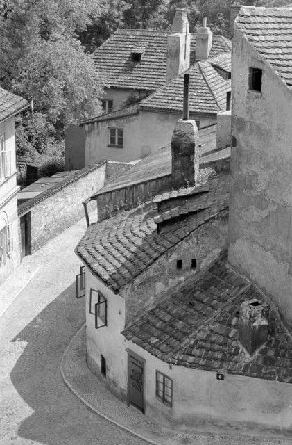 Pohled do Nového světa (5399-2), Praha, červen 1967 • |black and white photograph, Prague|