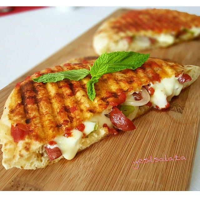 """2,482 Likes, 67 Comments - Yeşil Salata (@yesilsalata) on Instagram: """"Haftasonu kahvaltılarını yakışır bir tarifim var 👌👌 Bazlama Tost ;  1 adet Bazlama 6 dilim taze…"""""""