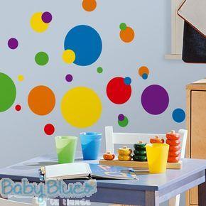 Puntos de Colores Wall Decals - Un clásico de la decoración genuina! Los puntos se han convertido en un elemento básico de moda para el hogar de hoy y este conjunto está en la tendencia divertidos colores brillantes, y visualmente estimulante. Ideal para habitaciones, también divertido para los baños, salas de juegos, guarderías, aulas, o en cualquier otro lugar. Fácil de aplicar, quitar y volver a utilizar. Disponibles en nuestra tienda - MXP$300.00