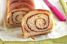 Pane dolce alla Cannella o Cinnamon swirl bread: un mix tra pan brioche, pane dolce e un plumcake. Dalla consistenza morbida e soffice, vi delizierà.