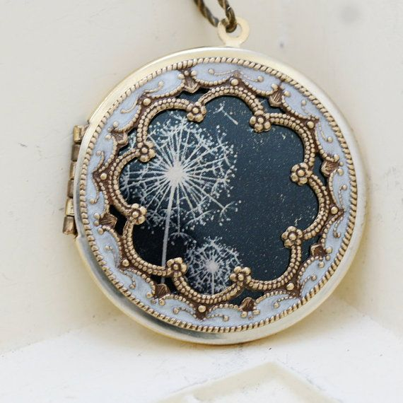 Locket specially formulated UV safe water & scratch-resistant coating which will last for many years & will not yellow or crack. Measurements: – Hannah