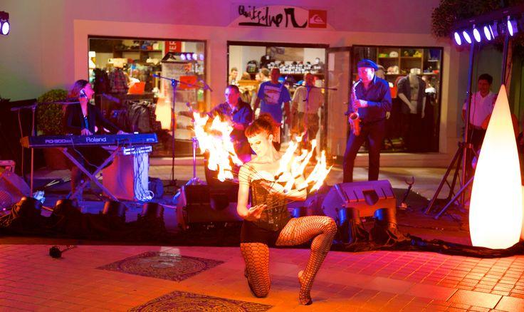 Fotografía de la Outlet Shopping Night de Festival Park Outlets, un evento producido por La Caseta.