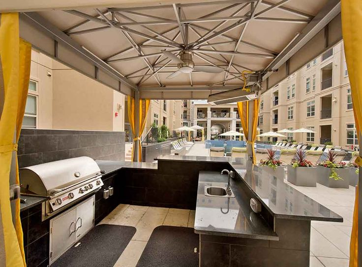 Outdoor kitchen and grills at AMLI RidgeGate, luxury apartments in Lone Tree.