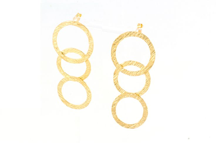 Elegant earring, dainty earring, circle shaped, minimal style, contemporary jewellery, minimal earring, double hoop