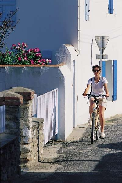 Cycling on Noirmoutier  Cycling on the Island of Noirmoutier    http://loire.angloinfo.com/