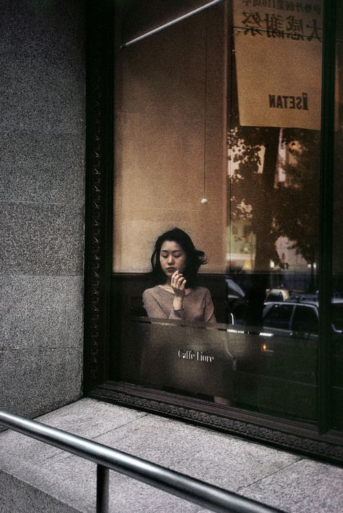 Harry Gruyaert - Japan. Tokyo. Coffee shop in Shinjuku district. 1996.