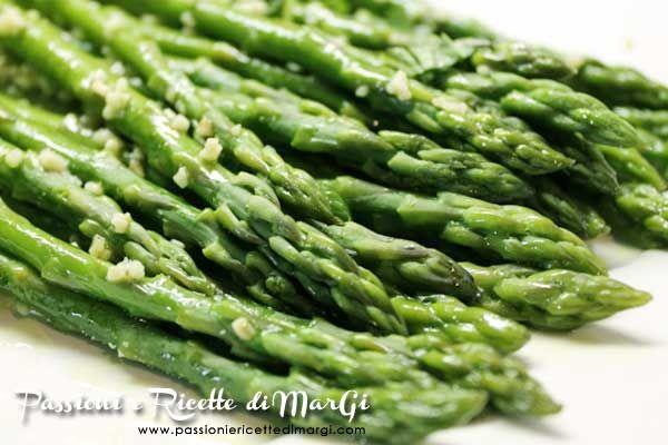 Asparagi con aglio