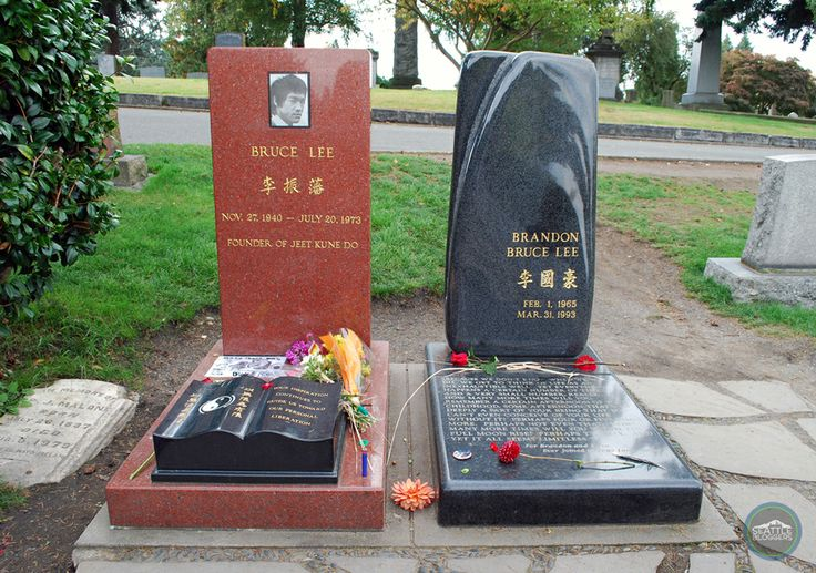 Bruce Lee and Brandon Lee's grave site in Seattle