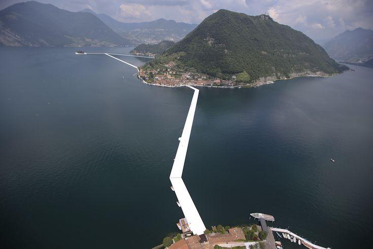 Le prime foto del progetto di Christo sul lago d'Iseo - Il Post