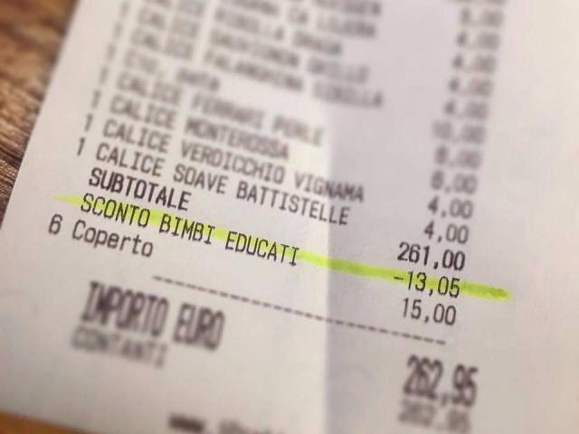 """Einen """"sconto bambini educati"""", einen Rabatt für gut erzogene Kinder in Höhe von fünf Prozent, erhalten Gäste von einem Restaurantbetreiber in Padua, wenn sie ihren Nachwuchs beim Essen in Griff haben.  #scontobambinieducati #padova #padua #ristorante #restaurant  #BildDesTages #immaginedelgiorno #FotoDesTages #fotodelgiorno #augenblicke #impressioni #salto #saltobz #fakten #meinungen #fatti #opinioni #nachrichten #informazione #news #südtirol #suedtirol #altoadige #southtyrol #unabhängig…"""