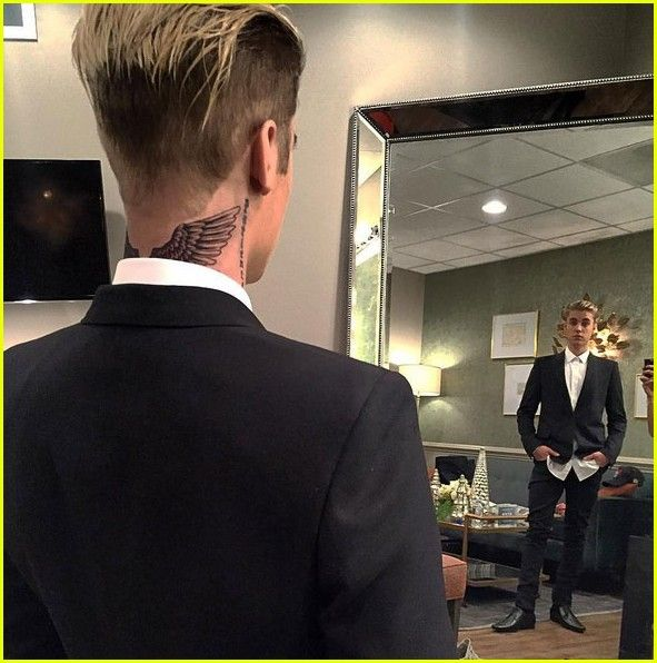 justin bieber gets wings tattoo on his neck 02