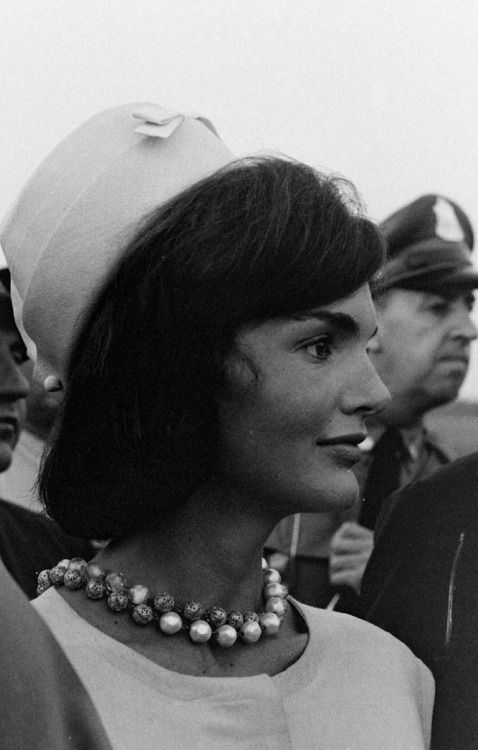 "First Lady Mrs ~~Jacqueline Lee (Bouvier) Kennedy Onassis ""Jackie"" (July 28, 1929 – May 19, 1994) was the wife of the 35th President of the United States, John F. Kennedy her style, elegance, and grace. She was a fashion icon; her famous ensemble of pink Chanel suit and matching pillbox hat has become symbolic of her husband's assassination and one of the lasting images of the 1960s. She was named to the International Best Dressed List Hall of Fame in 1965.         ❤❤❤ ❤❤❤❤❤❤❤…"