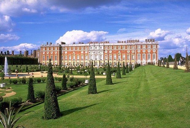 Hampton Court Palace, Londres,No universo anglo-saxão, a palavra Hampton é sinônimo de luxo. Não é à toa – o Hampton Court Palace, que serviu de residência para o rei Henrique VIII, conta com nada menos do que mil cômodos.