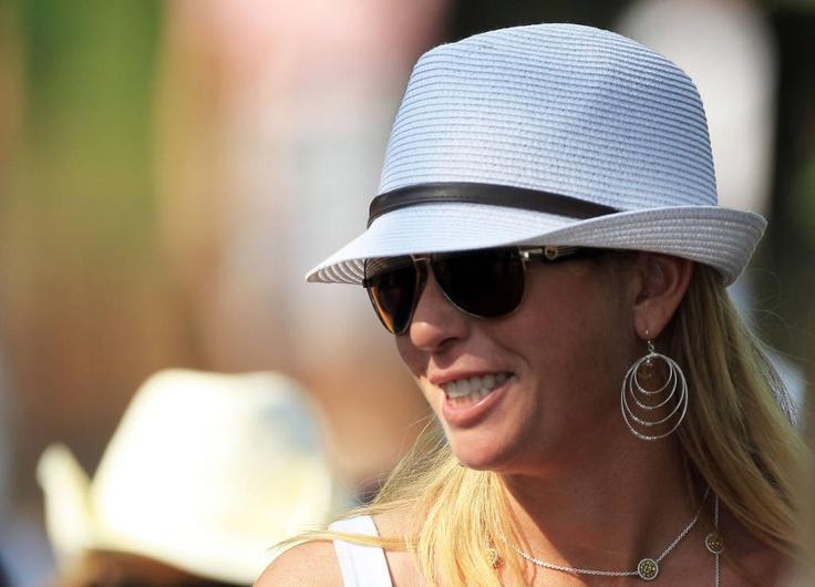 Big sunglasses:     Extra coverage and extra stylish. (Paula Creamer)