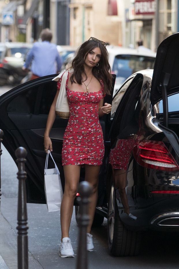 Emily Ratajkowski In Little Red Floral Mini Dress With White Sneakers Trendy Dresses Summer Fashion Summer Fashion