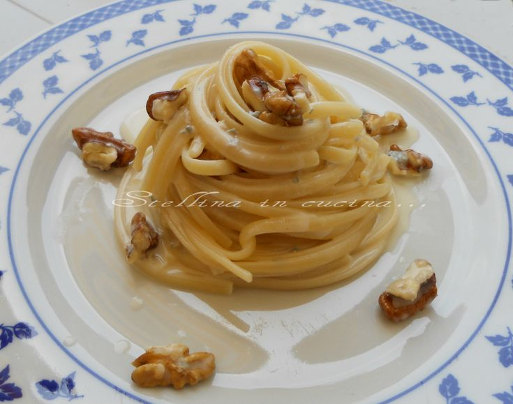 Linguine con crema di gorgonzola allo spumante e noci