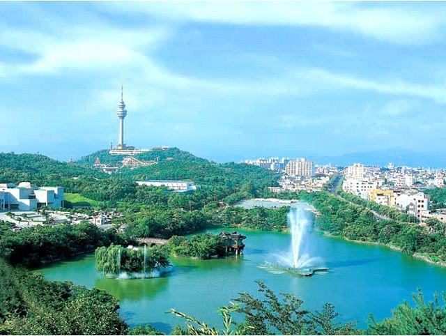 Daegu thành phố trực thuộc trung ương lớn thứ ba của Hàn Quốc (sau Seoul và Busan). Deagu nổi tiếng là một thành phố thời trang và sở hữu nhiều cảnh đẹp thiên nhiên hữu tình.
