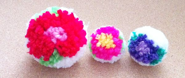 flower patterned pompom tutorial