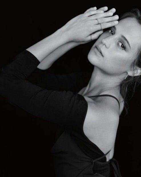 "Alicia Vikander News Günlük Instagram üzerinde: ""Goddess 👑. , #bestsmile #michae …"