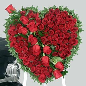 beautiful hearts and roses | 125 Red Roses Romantic Heart Shaped Arrangement www.buyflower.in  www.buyflower.co.in  www.indiaflower.co.in  +919582148141 We have beautiful flowers & Gifts which are sending to your friends, relatives and family members. you can also send soft toys, delicious cakes, chocolates Send Flowers to Delhi & All Over World through Online Florist Delhi.