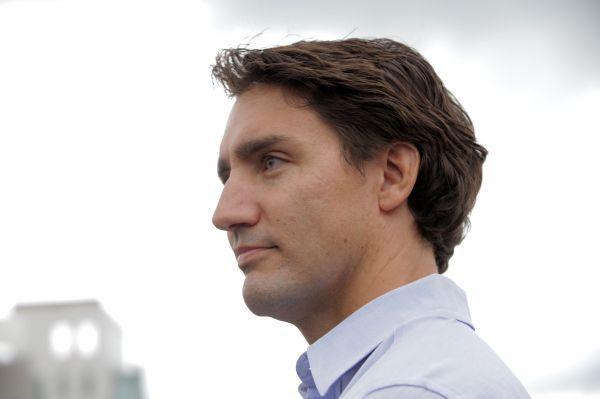 Le chef du Parti libéral du Canada, Justin Trudeau, prend position en faveur du projet de pipeline Énergie Est et du port pétrolier de Cacouna.