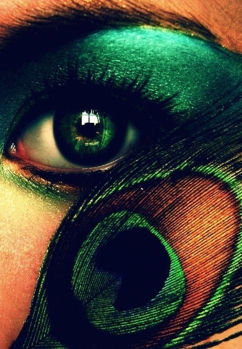 Peacock eyes: Feathers Art, Eye Makeup, Eye Colors, Hazel Eye, Eyeshadows, Eyemakeup, Peacocks Colors, Peacocks Feathers, Green Eye