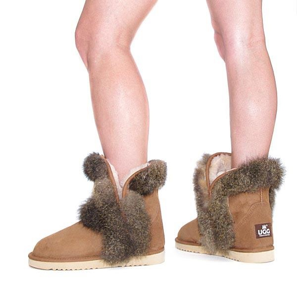For any gal who is fashion conscious, Pixie Ugg boots are considered as must for any stylish wardrobe. The unique natural New Zealand possum fur trim make this Uggs look glamorous, while still retaining the comfort and warmth of a regular ugg boot.