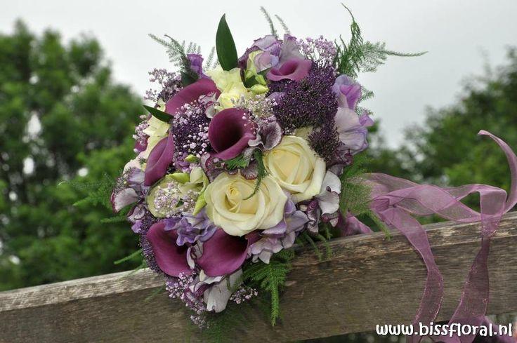 Bruidsarrangement met paarse Calla