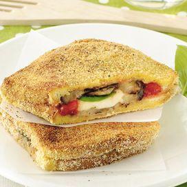 E' una rivisitazione della classica mozzarella in carrozza, con le fettine di melanzana al posto del pane. Ideale come antipasto o aperitivo finger food, è adatta anche per i vegetariani
