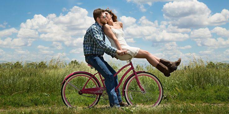 """""""Queremos controlar. Evitamos mágoas, sensações desagradáveis que um dia já foram as nossas. Esquecemo-nos da regra básica e mais importante: não há controlo no amor. O único controlo que existe é sobre nós mesmos. Na certeza única da entrega, apesar dos medos, de um dar sem esquecer nunca que o receber saudável tem de estar presente e principalmente, sem esquecimentos, temos de estar lá."""""""