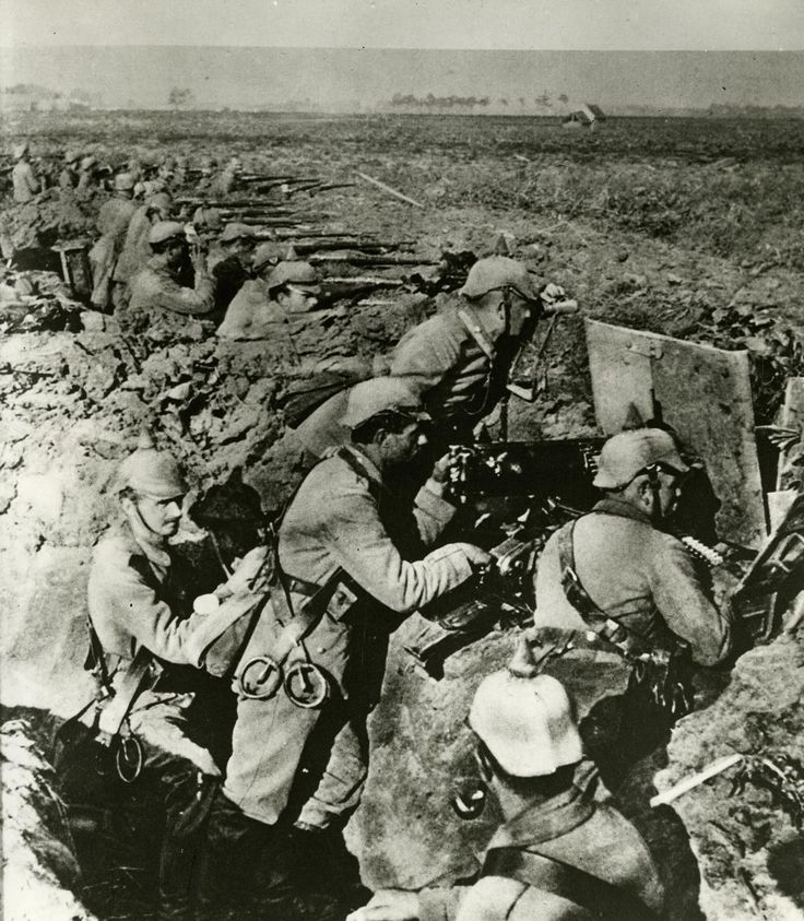 Exponat: Maschinengewehre im Schützengraben, 1914