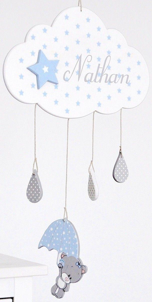 """Mobile en bois """"Nuage Garçon"""" avec prénom pour chambre de bébé Gris très clair, gris moyen et bleu pastel.  PRENOM A INDIQUER A LA COMMANDE  Dimension du nuage : 29 x 18 cm"""