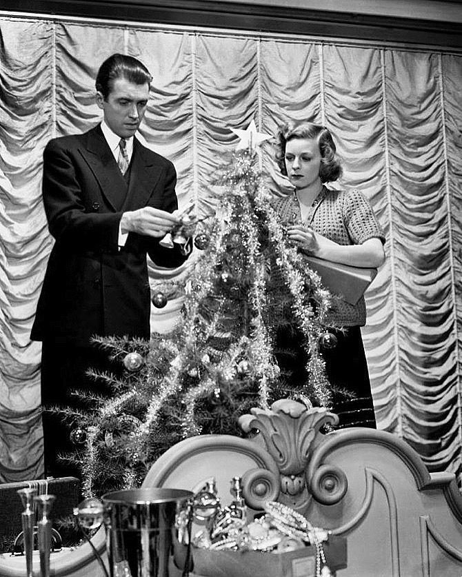 James Stewart & Margaret Sullivan - THE SHOP AROUND THE CORNER (1940) |  Margaret sullavan, Classic hollywood, Christmas shows