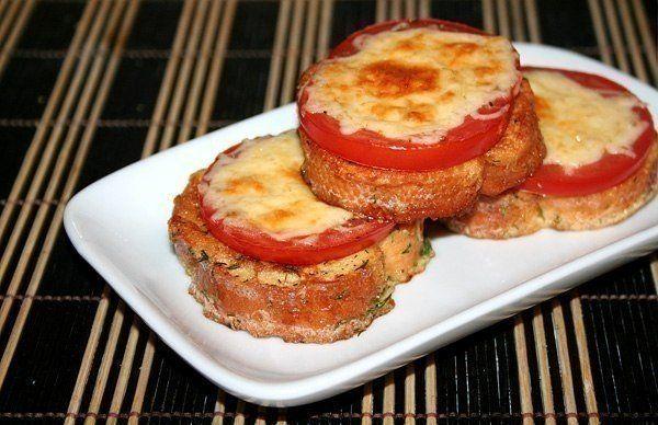 Гренки к завтраку с помидорами и сыром