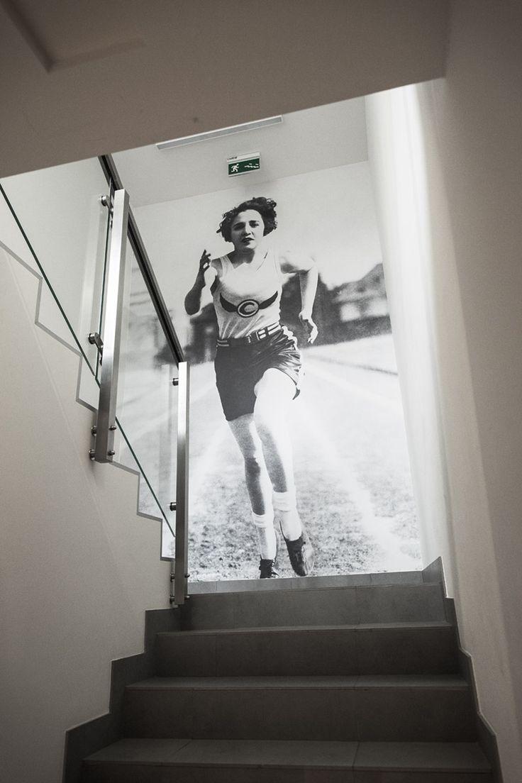 Biegnij, Lola, biegnij! Wnętrze: Level Up Fitness Wrocław; projekt: Małgorzata Konicka i Patrycja Dąbrowska (pracownia 28form); grfika i foto: Mateusz Gzik