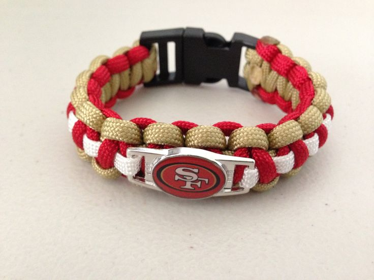 This is your original Cobra weave that started it all. Here I'm showing you how to add a center piece charm to make your cobra weave bracelet look more sophi...