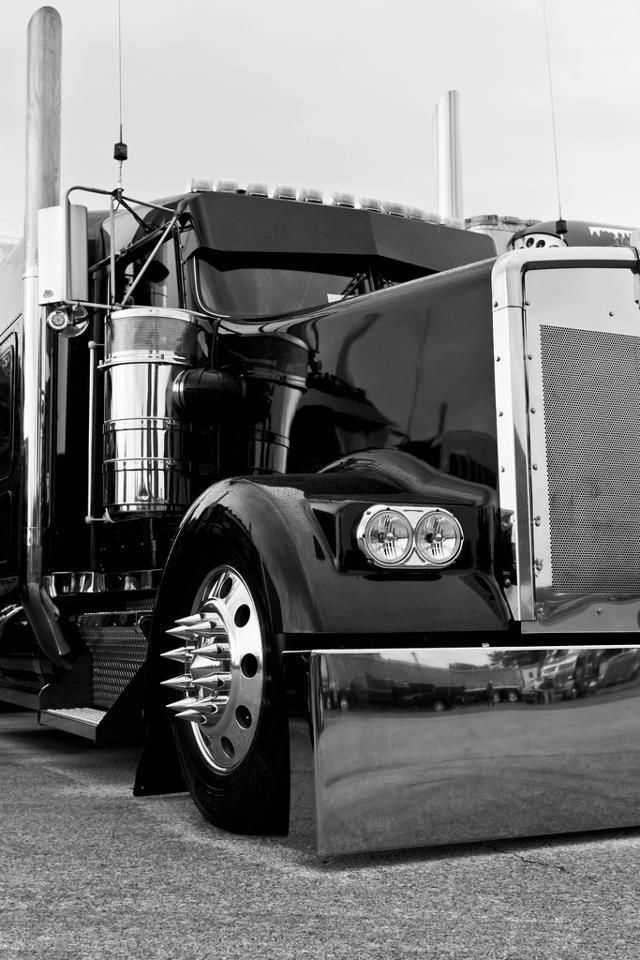 Sorry dude... don't know who tagged this truck, but it's a Kenworth, not a Pete!!!!